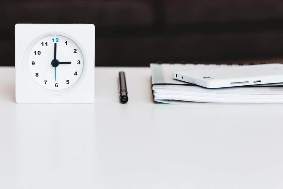 時計とペンとノート