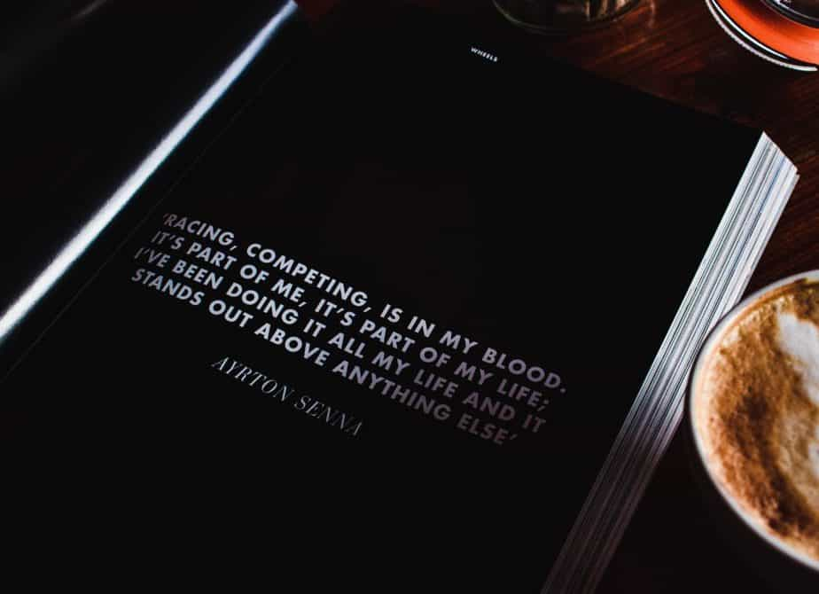 白字の黒い本