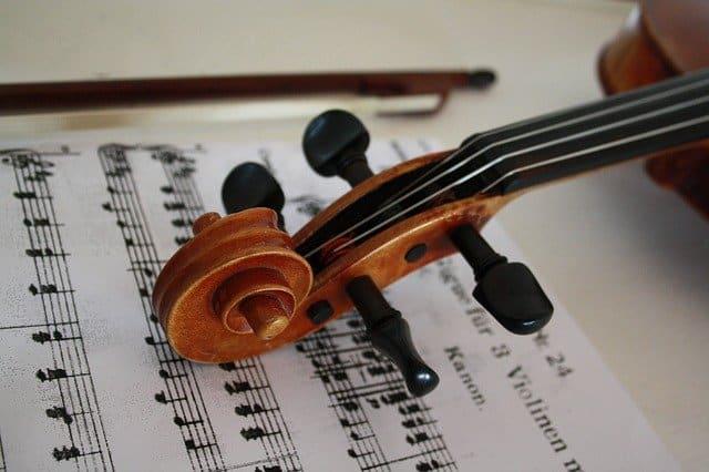 譜面とバイオリン